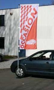 Kit mat et drapeau occasion rouge à damiers 4 m en situation